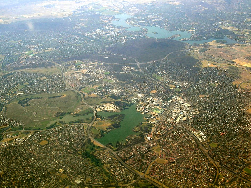 Aerial View on the Australian Capital Territory By Graeme Bartlett (Own work) [CC-BY-SA-3.0 (http://creativecommons.org/licenses/by-sa/3.0)], via Wikimedia Commons